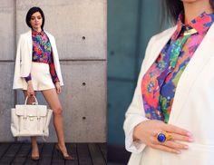 белый жакет, белые шорты, цветочная блузка