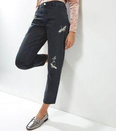 Anita and Green – Schwarze Straight Jeans mit gesticktem Vogelmotiv   New Look