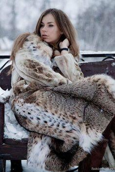snug & beautiful in her awesome fur coat Lynx, Great Women, Beautiful Women, Fur Coat Fashion, People Magazine, Girly Outfits, Fox Fur, Mantel, Sexy Women