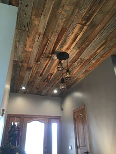 Most up-to-date Pics Barn Wood ceiling Ideas Dealing with reclaimed solid wood continues to be quite preferred for 60 seconds or perhaps two. Developing a . Wood Tile Floors, Wood Paneling, Wood Walls, Wall Wood, Diy Cabin, Cabin Ideas, Old Barn Wood, Rustic Wood, Entry Way Design