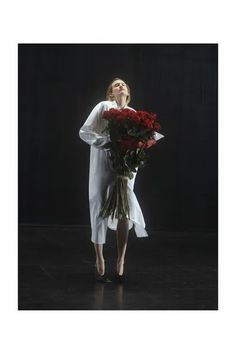 Image may contain Plant Human Person Flower Flower Bouquet Flower Arrangement and Blossom Wedding Looks, Bridal Looks, Fashion News, Fashion Show, Fashion Design, Women's Fashion, Nyc Fall, Fall Winter, Urban Street Style