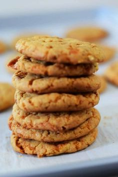 Want a quick crowd pleasing cookie? You won't believe how easy it is to make these Butterfinger Cake Mix Cookies. Grab a glass of milk 'cause these rich cookies are packed full of delicious bits Top Dessert Recipe, Dessert For Two, Dessert Recipes, Homemade Desserts, Köstliche Desserts, Delicious Desserts, Annie's Cookies, Coconut Cookies, Cake Mix Recipes