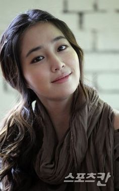 Lee Min-Jung is a South Korean actress and model. She is best known for playing the role of Ha Jae Kyung on the popular 2009 idol drama Boys Over Flowers. Her first lead in a TV series is in Smile, You playing Seo Jeong In, partner of Jung Kyung Ho. Korean Actresses, Korean Actors, Actors & Actresses, Jung So Min, Asian Woman, Asian Girl, Korean Girl, Korean Beauty, Asian Beauty