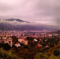 Vista de Caracas desde el mirador de Valle Arriba. Foto: Instagram @oha1993 mayo 2013.