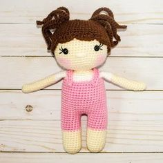 The free crochet pattern for this little crochet doll is on free on the blog! It includes a lot of free tutorials and videos! #crochetdoll #crochet
