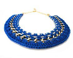 Blue Crochet Statement Necklace por ChichiKnots en Etsy
