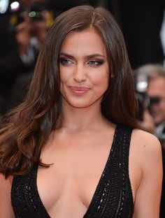 Glamorous Hair and Makeup Looks From the Cannes Red Carpet Model Irina Shayk balanced her winged smoky eye makeup with a neutral lip hue at the All Is Lost premiere. Glamour, Best Brunette Hair Color, Irina Shyak, Hair Color For Fair Skin, Red Carpet Hair, Glamorous Hair, Russian Models, Mannequins, Hair Makeup