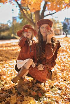 Fall in New England - Jimmy Choos & Tennis Shoes Mom Daughter Photography, Mommy Daughter Pictures, Mother Daughter Fashion, Fall Family Photo Outfits, Fall Family Pictures, Mommy And Me Photo Shoot, Mode Poster, Outfits Niños, Mommy And Me Outfits