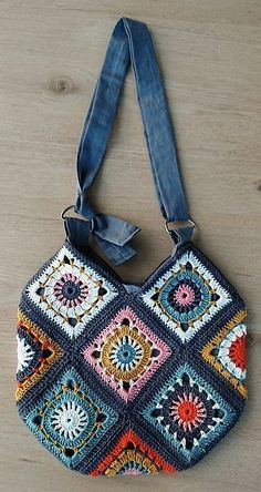 Terrific Photo Crochet Bag granny square Tips Ravelry: Boho Granny Square Bag von annekemie, Sac Granny Square, Sunburst Granny Square, Granny Square Crochet Pattern, Crochet Squares, Boho Crochet Patterns, Granny Square Projects, Flower Granny Square, Crochet Ideas, Knitting Patterns