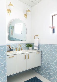 If you have a small bathroom in your home, don't be confuse to change to make it look larger. Not only small bathroom, but also the largest bathrooms have their problems and design flaws. Bathroom Tile Designs, Modern Bathroom, Master Bathroom, Bathroom Ideas, Master Baths, Bathrooms Decor, Minimal Bathroom, Narrow Bathroom, Bathroom Makeovers