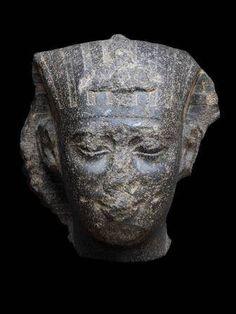 Galerie Chenel, Tete Monumentale, Tête attribuée à Apriès, Ca 589-570 av J.C ,Egypte, XXVIème dynastie
