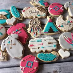 Love those arrowhead plaques baby shower baby cookies, baby Mini Cookies, Baby Cookies, Baby Shower Cookies, Iced Cookies, Cute Cookies, Cookies Et Biscuits, Sugar Cookies, Tribal Baby Shower, Baby Boy Shower