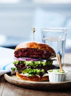 Burger med rødbede og geteostbøf