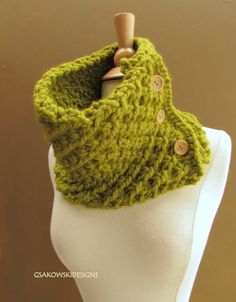 crochet cowl... i like the buttons on this one
