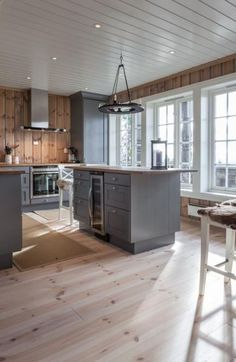 New Kitchen Wood Natural Grey Ideas Rustic Kitchen, New Kitchen, Kitchen Decor, Küchen Design, House Design, Modern Lodge, Cabin Kitchens, Log Cabin Homes, Cabin Interiors