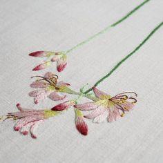 #야생화자수 #상사화 #꿈소 #꿈을짓는바느질공작소 #자수 #embroidery #handembroidery #embroideryart #sewing #needlework #stitchart #dmc #wildflowers #magiclily #resurrectionlily  #handmade