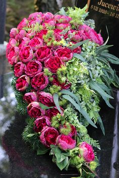 tenDOM... bo w domu najlepiej: Nagrobne wiązanki dla Wybrednych Flower Arrangement Designs, Floral Arrangements, Funeral Sprays, Grave Decorations, Wreaths And Garlands, Funeral Flowers, Fall Flowers, Ikebana, Decoupage