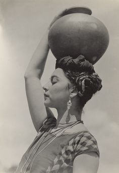 Tehuana, Rosa Roland; Edward Weston (American, 1886 - 1958); 1926; Gelatin…
