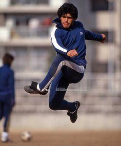 Nuevas imágenes del fotógrafo japonés: Diego Maradona con Boca en 1982 - Infobae Football Is Life, Retro Football, Nike Football, Maradona Football, Nba Bulls, Argentina Football, Salah Liverpool, Diego Armando, Legends Football
