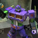 """""""Evangelion"""" x """"Transformers"""" Optimus Prime Figure Sells Out Nearly Immediately"""