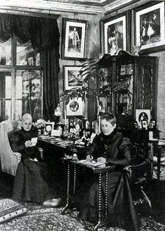 This photograph, belongs to a private collection. It was presented for the first time in 1986 on the occasion of an exhibition at Villa Hermes in Vienna. So reads the caption published on that occasion in the catalogue: the photo was taken probably during Christmas of 1891. The scene, of a private nature, shows the Empress dressed and coiffed in a very simple way. Next to the Empress, who would be 53 or 54 years old, sits the Lady Ida von Ferenczy.