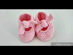 Tejer a dos agujas patucos muy fácil Lazada Gocco. By @rocioluquecontreras - YouTube Knit Baby Shoes, Crochet Baby Clothes, Baby Boots, Crochet Bra, Booties Crochet, Knitting Socks, Free Knitting, Baby Slippers, Baby Sweaters