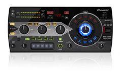 SPECIFICATIES PIONEER RMX-1000 REMIX STATION:  Pioneer zet een nieuw stempel op pro-DJ-apparatuur, met de ontzagwekkende RMX1000. Met een totaal nieuwe visie op en omgang met effectors en samplers, bestaat de Pioneer RMX1000 uit drie systemen: bewerkingssoftware, innovatieve hardware en VST- en AU plug-ins.