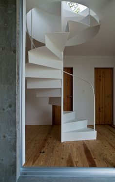 of A House in Kisami / Florian Busch Architects - 12 Not necessarily the most practical of staircases, but so cool!Not necessarily the most practical of staircases, but so cool! Small Space Staircase, Modern Staircase, Staircase Design, Stairs Architecture, Interior Architecture, Interior Design, Circle Stairs, Staircase Railings, Spiral Staircases