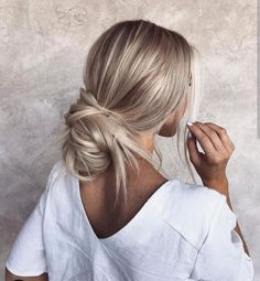 46 Platinum Pearl Blonde Hair Colors For Long Hair Hair Blonde Hair Looks, Brown Blonde Hair, Pearl Blonde, Cool Toned Blonde Hair, Blonde Bun, Toning Blonde Hair, Blonde Pixie, Summer Blonde Hair, Blonde Hair With Silver Highlights