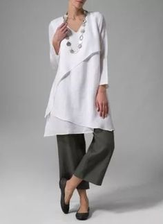 White asymmetrical tunic over grey trousers. Layered tunic by Vivid Miss Me Outfits, Cool Outfits, Look Fashion, Fashion Outfits, Womens Fashion, Fashion Design, 70s Fashion, Fall Fashion, Fashion Trends