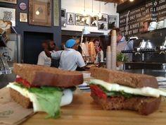 YoursTruly op Long Street: nu ook heerlijk donkerbruin brood voor lunch! Cape Town, Restaurants, Diners, Restaurant