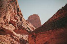 Imagem de mountains and red