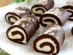 How to make chocolate roll cakes .- Как приготовить шоколадные пирожные-рулети… How to make chocolate roll cakes. – recipe, ingredients and photos - Chocolate Roll Cake, How To Make Chocolate, Chocolate Brownies, Dessert Chocolate, Czech Desserts, Cookie Recipes, Dessert Recipes, Baking Recipes, Mini Tortillas