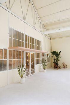 Nueva Carolina es una maravilla de espacio polivalente en el centro de Madrid inspirado en el art decó de Miami de los '50.