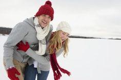 Mit dem Liebsten eine romantische Nachtwanderung durchs Winter Wonderland oder doch lieber gemeinsam Schlittschuh fahren? Wir haben für Euch 10 Vorschläge für kuschelige Winter-Dates zu Zweit!