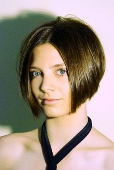 Idée coupe courte : Short bob haircut: a precision haircut that can be worn sleek or messy and it&#3