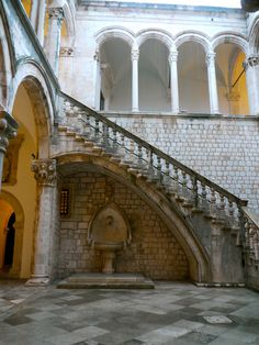 Dubrovnik, Croatia: Rector's Palace courtyard and stairs