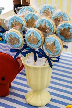 Baby shower cookies for boy mickey mouse best ideas Prince Birthday Party, Mickey Birthday, Baby Birthday, Baby Shower Signs, Baby Shower Fun, Baby Shower Parties, Baby Shower Table Centerpieces, Baby Shower Decorations, Little Prince Party