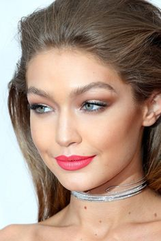 Gigi Hadid Makeup and Hair at the 2016 American Music Awards | POPSUGAR Beauty