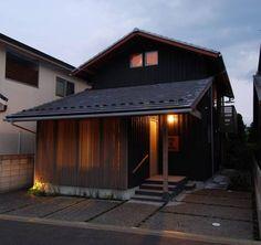 外観(夕景): 豊田空間デザイン室 一級建築士事務所が手掛けたtranslation missing: jp.style.家.eclectic家です。