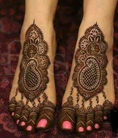 Mehndi design one of the best part for makeup. Everyone can find best mehndi design for hand and legs. Simple Leg Mehndi Designs & Patterns for you. Pakistani Mehndi Designs, Mehandi Designs, Bridal Mehndi Designs, Simple Mehndi Designs, Henna Tattoo Designs, Indian Mehendi, Tattoo Ideas, Heena Design, Mehndi Tattoo