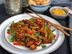 bami met kip ketjap en wokgroenten - Familie over de kook Dutch Recipes, Spicy Recipes, Asian Recipes, Healthy Recipes, Ethnic Recipes, A Food, Food And Drink, Enjoy Your Meal, Caribbean Recipes