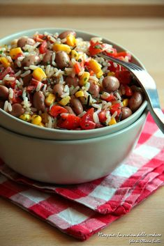 L'inasalata di riso messicana vi farà viaggiare con gusto mentre saretecomodamente seduti a tavola.