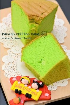 Coco's Sweet Tooth ......The Furry Bakers: Pandan Chiffon Cake....... simple yet unresistable...