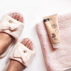 WEEKEND MODE 🔛 The Mineral Foot Cream awaits you.. Go on now! If you still haven't got it >> www.taliaskincare.com