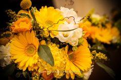 Yellow and White Bouquets   Villa on Lake Georgetown   Matt Montalvo Photography   @pearleventsaustin