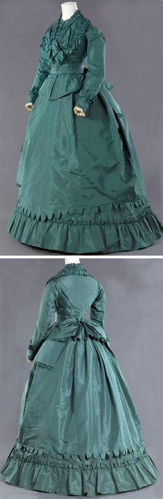Dress, Worth et Boberg, ca. 1869. Green silk faille. Bodice with fichu and ruffles. Musée Galliera, Musée de la Mode de la Ville de Paris