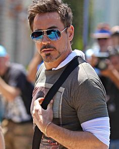 Ironman is one of two Marvel characters that I actually care about and I have a lot of respect for RDJ, especially for his recovery from addiction. Robert Downey Jnr, Tony Stank, Robert Jr, Iron Man Tony Stark, Marvel Actors, Marvel Characters, Actrices Hollywood, Downey Junior, Actors & Actresses