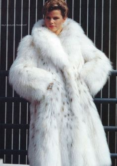 silver fox fur coat on sexy lady in red so hot | Geile pelze ...