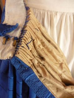Inside an dress - cartridge pleating KathleenCrowleyCouture: Skirt Turned Inside Out Historical Costume, Historical Clothing, Victorian Fashion, Vintage Fashion, Steampunk Fashion, Victorian Era, Gothic Fashion, Costume Venitien, Civil War Fashion
